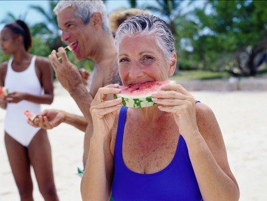 Mujer de vacaciones en la playa