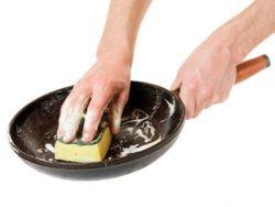 El truco de la abuela para limpiar las sartenes
