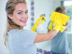 El truco de la abuela para limpiar los espejos del baño