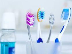 El truco de la abuela para limpiar el cepillo de dientes