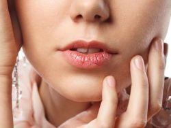 El truco de la abuela para los labios agrietados