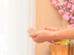 El truco de la abuela para las manos secas