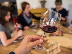 El truco de la abuela para quitar manchas de vino tinto