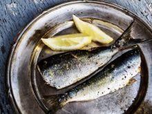 El truco para que tus manos no huelan a pescado