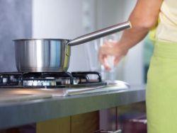 El truco de la abuela para limpiar recipientes quemados