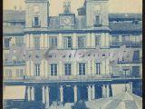 Vista vertical de la plaza mayor y el ayuntamiento de segovia