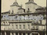 Vista vertical en blanco y negro del ayuntamiento de segovia