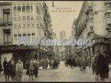 Calle de alfonso xii de valladolid con lugareños pasenado
