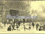 Explosión de una traca por los alrededores de la catedral en valencia