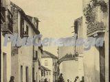 Un calle cordobesa y gente de la ciudad