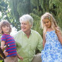 ¿Notas que tus nietos te rehuyen cuando vas a contarles una historia?