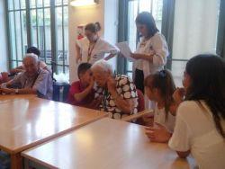 La residencia Amavir Villanueva de la Cañada acoge por primera vez los campamentos intergeneracionales para niños y niñas