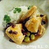 Pollo con pasas y aceitunas