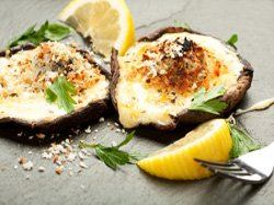 Champiñones rellenos de bechamel y queso