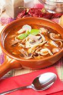 Sopa de fideos con champiñones