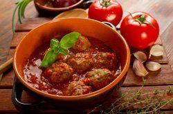 Albóndigas de cerdo con salsa de tomate