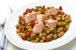 Garbanzos con salmón y verduras