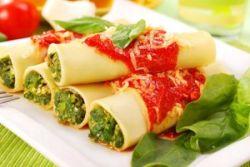 Canelones de espinacas y salsa de tomate