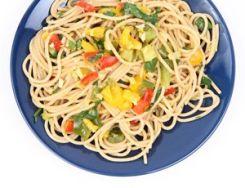 Espaguetis integrales con pimientos