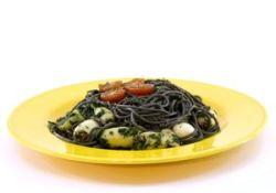 Espaguetis negros con chipirones