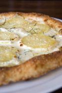 Pizza de patatas y queso