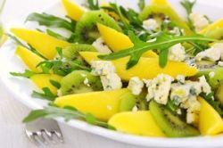 Ensalada tropical con queso azul