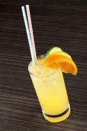 Cóctel (sin alcohol) de naranja, pepino y limón
