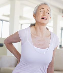 El dolor en los riñones en la posición estando especialmente